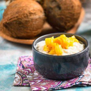 Сладкое ризотто на кокосовом молоке с тартаром из ананаса и ягодным мороженым