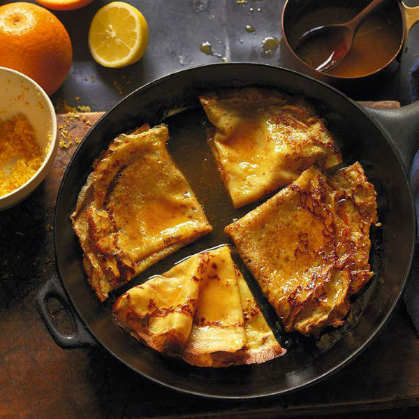 Креп сюзетт с кремом из маскарпоне и абрикосами на гриле