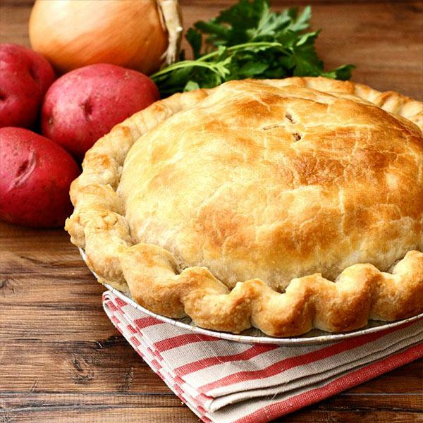 Кубете – праздничный пирог из пресного теста с начинкой из мяса, лука и картофеля