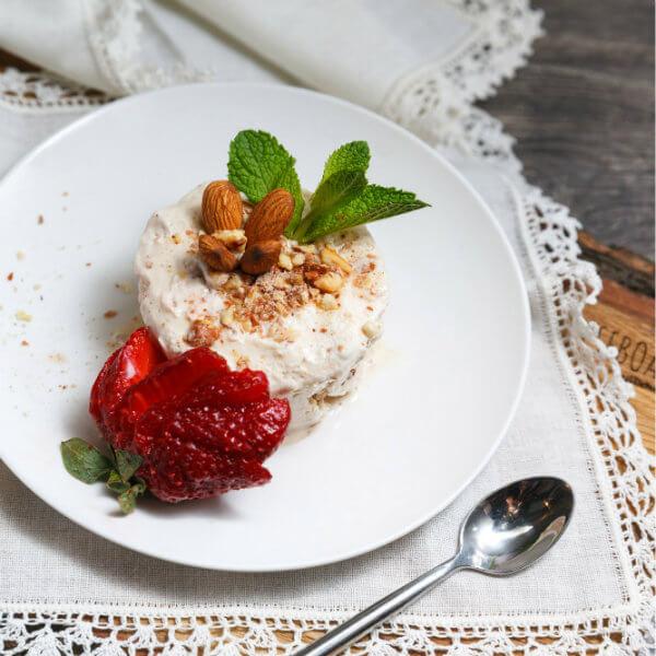 Нежнейший итальянский десерт Семифреддо – мягкое домашнее мороженое с прослойками хрустящего миндаля