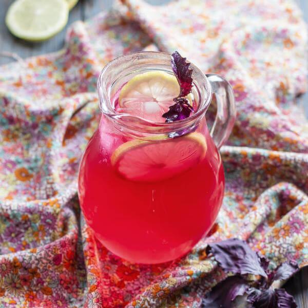 Щербет-райхон – традиционный напиток из фиолетового базилика, лимона и мяты