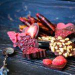 шоколадные конфеты с ягодой внутри
