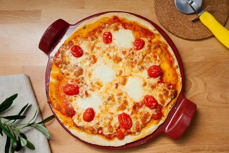 Пицца «Мясной пир» с домашним говяжьим фаршем, бекон, и ароматными салями