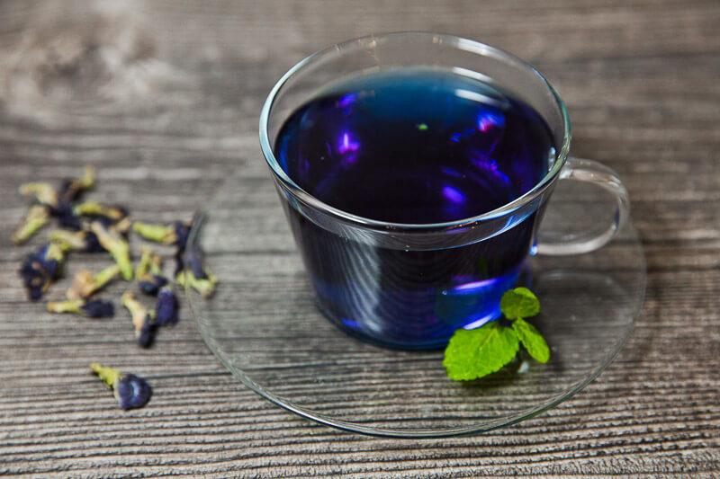 Тайский голубой чай из цветков мотылькового горошка и свежей мяты