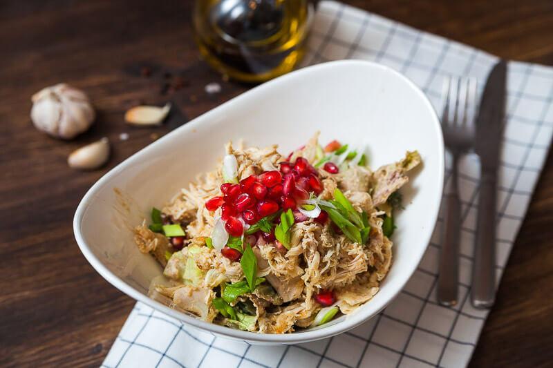 Салат из птицы с ореховым соусом Баже