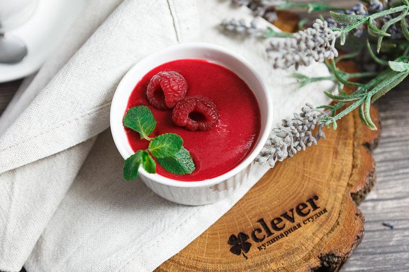 Панна котта с ягодным соусом кули