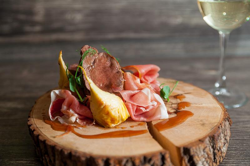 Филе говядины с пармой артишоками под соусом «Демиглас»