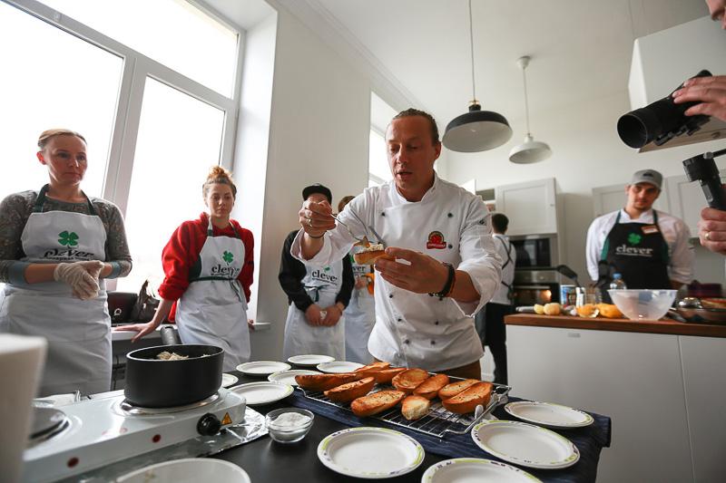 Кулинарная студия Clever и Василий Емельяненко в городе Никель