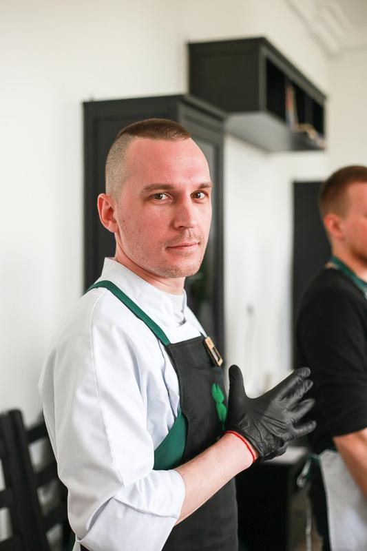 Антон Алешин Олег Бохонский шеф-повар Кулинарной студии Clever в городе Никель