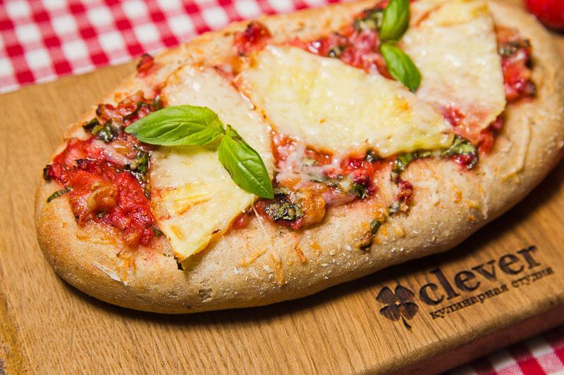 ППиццета (не опечатка=) с клубникой, базиликом и сырным мороженым