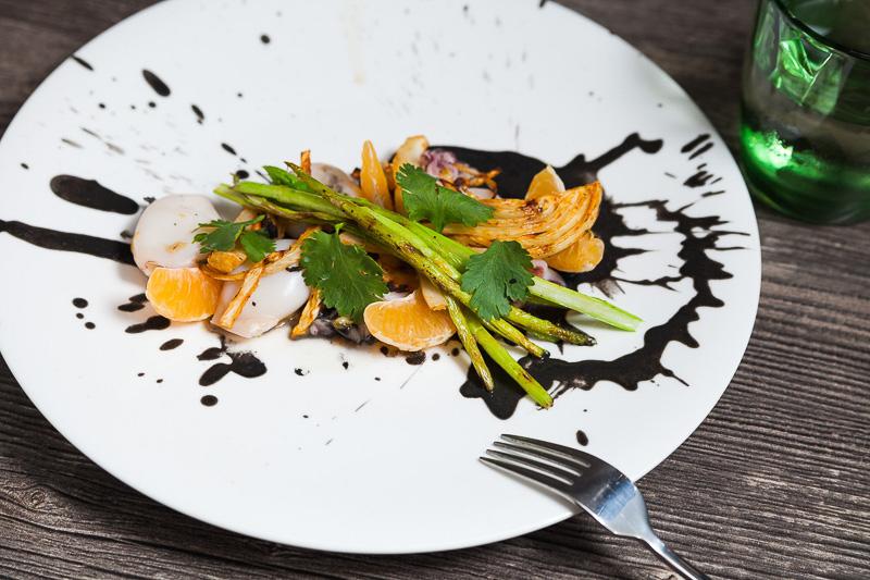 Мини кальмары с мандарином и овощами BBQ