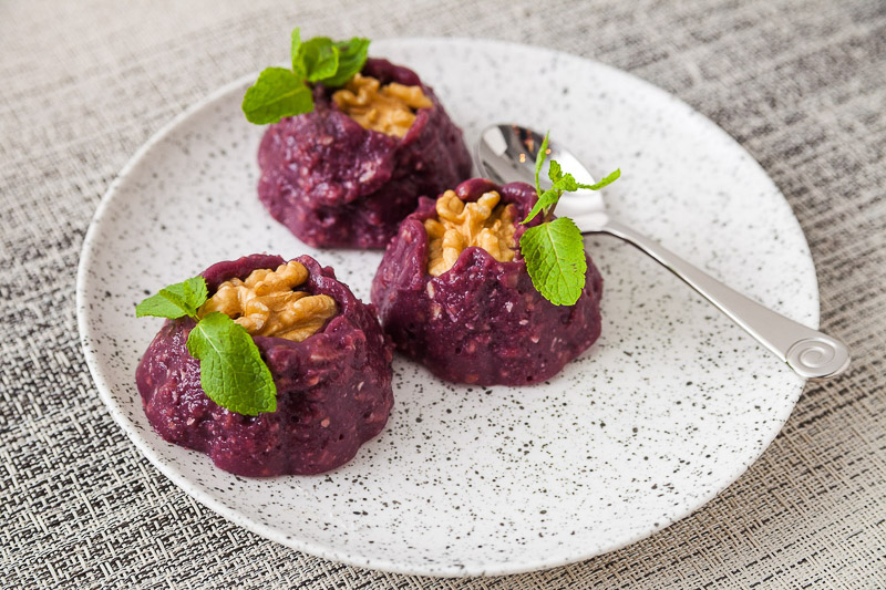 грузинский десерт – пеламуши из винограда с грецкими орешками