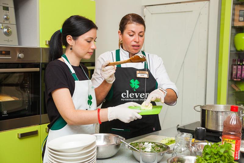 кулинарный мастер-класс в студии Clever ведущие Лена Ярцева и Олег Кожемякин