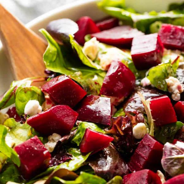 Шамандор – салат из свеклы, чеснока, сельдерея, грецкого и кедрового орехов с оливковым маслом и специальным кунжутным соусом