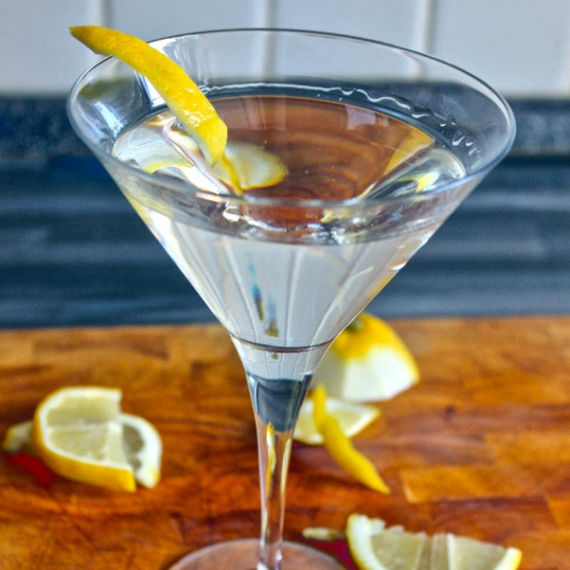 Reverse Martini (Tanqueray TEN, Dry Vermouth, лимонная цедра)