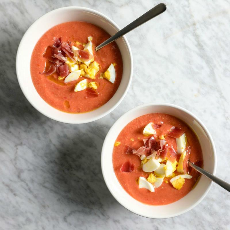 Сальморехо – брат гаспачо, томаный суп с кусочками вяленного окорока, варенного яйца и стеблями сельдерея